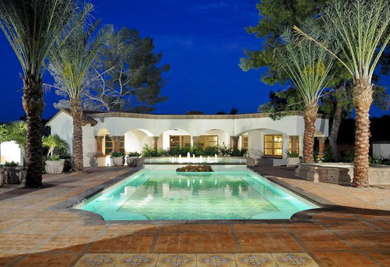 Pool with palm trees spa3 swimming pools a website about pools spas for Best palm tree for swimming pool