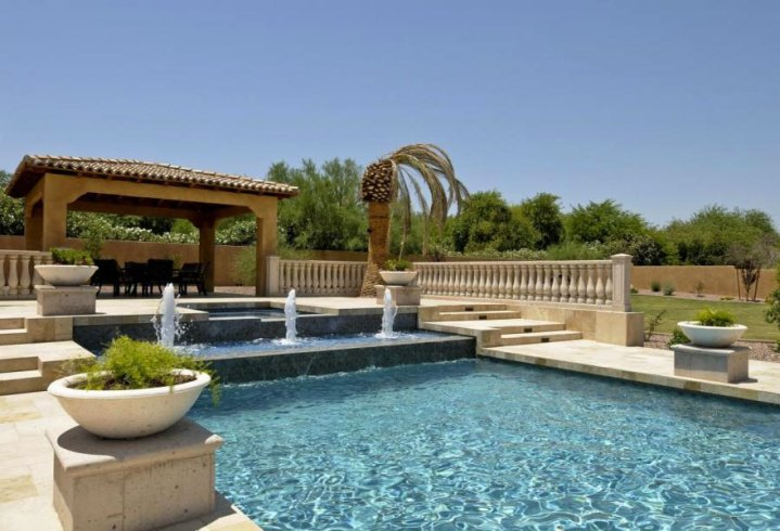 Pool w/ Fountains